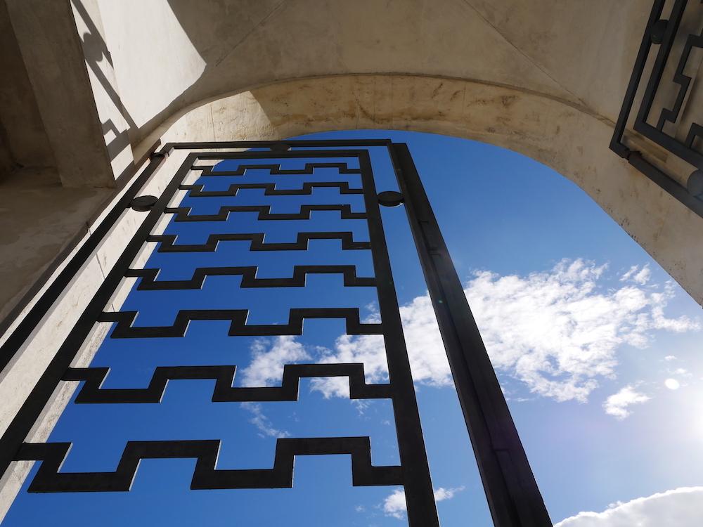 Il portale del cimitero, Tresigallo, turismo culturale, Emilia Romagna, Italia, architettura razionalista, Edmondo Rossoni.